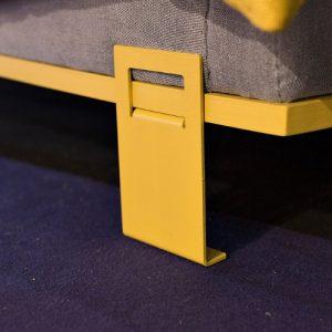 pied fauteuil love jaune